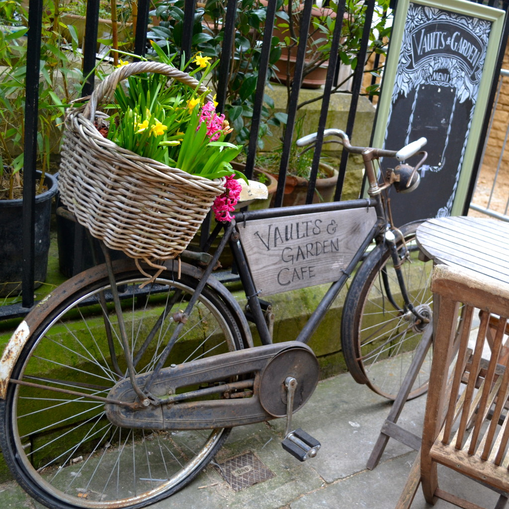 Oxford in a Day ~ Things to do! Vaults & Garden