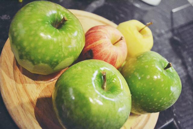 minimalist-apple-pie-apples