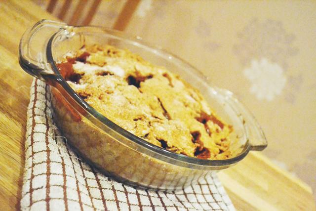 minimalist-apple-pie-baked