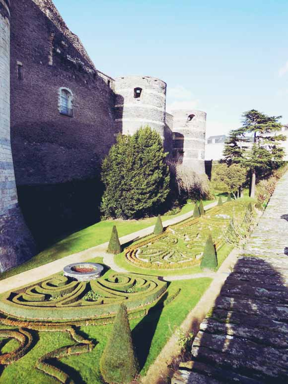 Angers, France / Fit for a Heroine