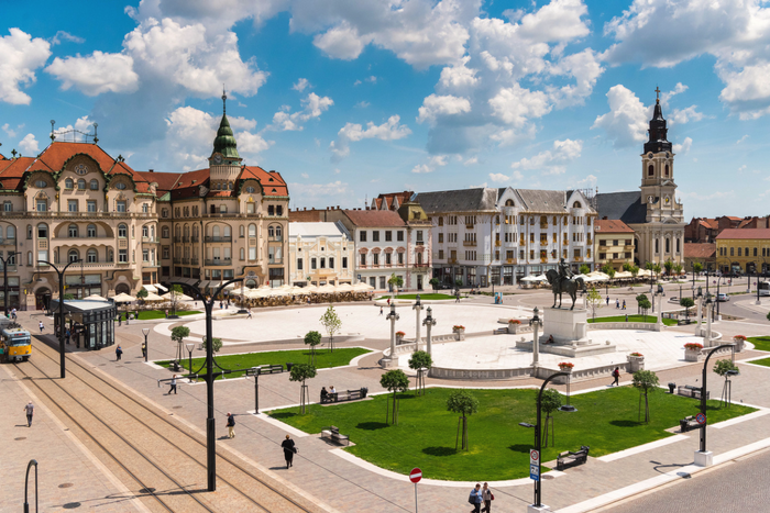 Oradea, Romania / Fit for a Heroine
